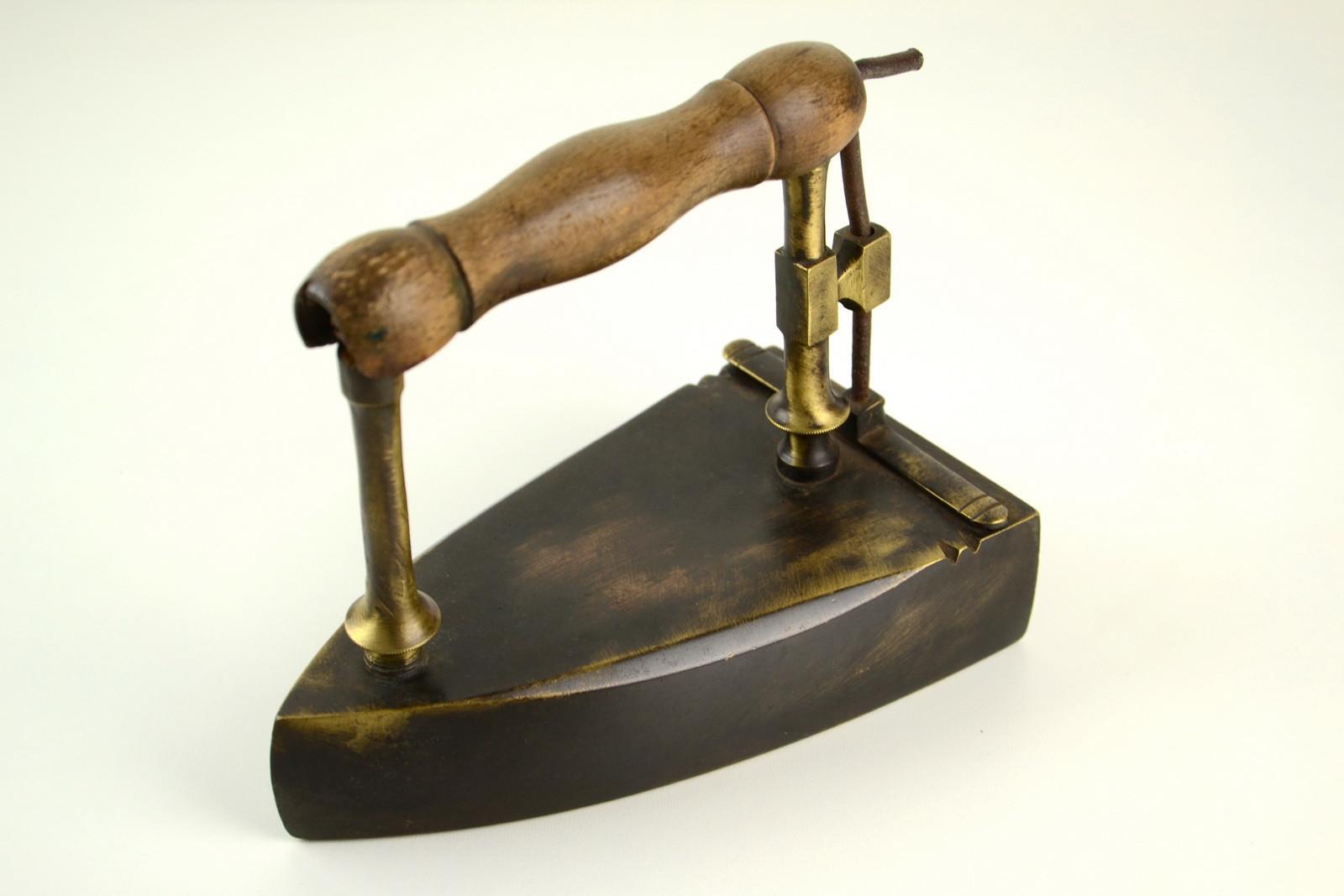 Raccolta Ferro Vecchio Catania vecchio ferro da stiro in ottone, metallo, oggetti rurali,