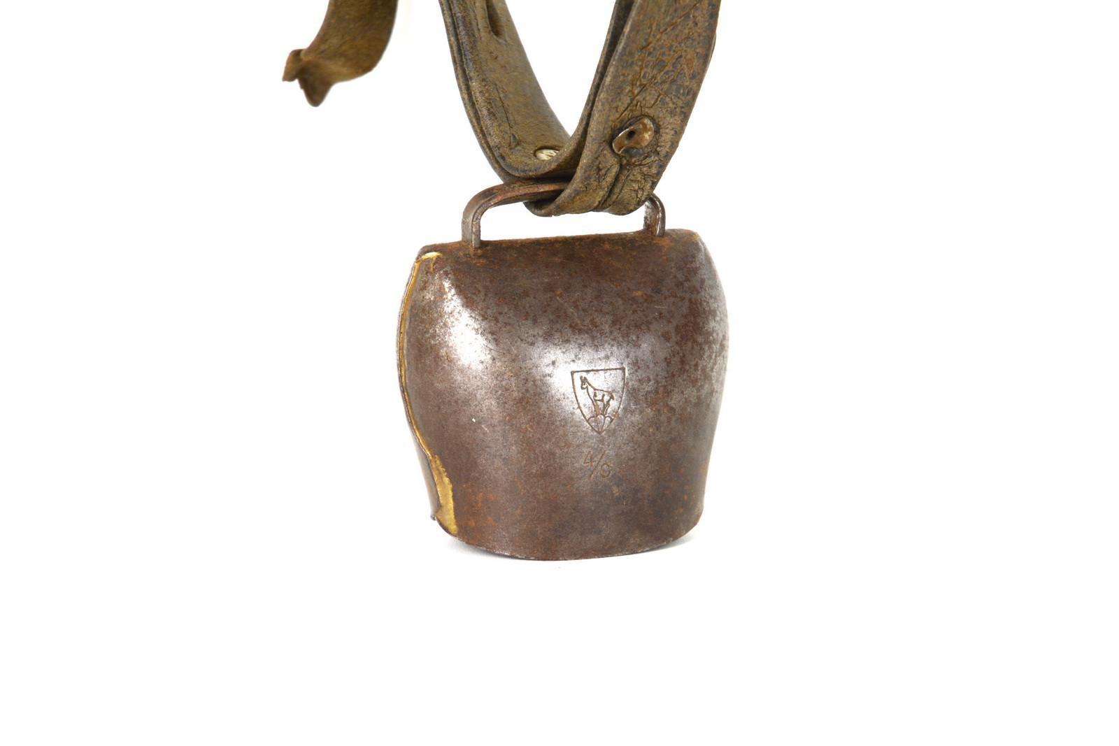 Raccolta Ferro Vecchio Catania campanaccio vecchio con cinghia, metallo, oggetti rurali