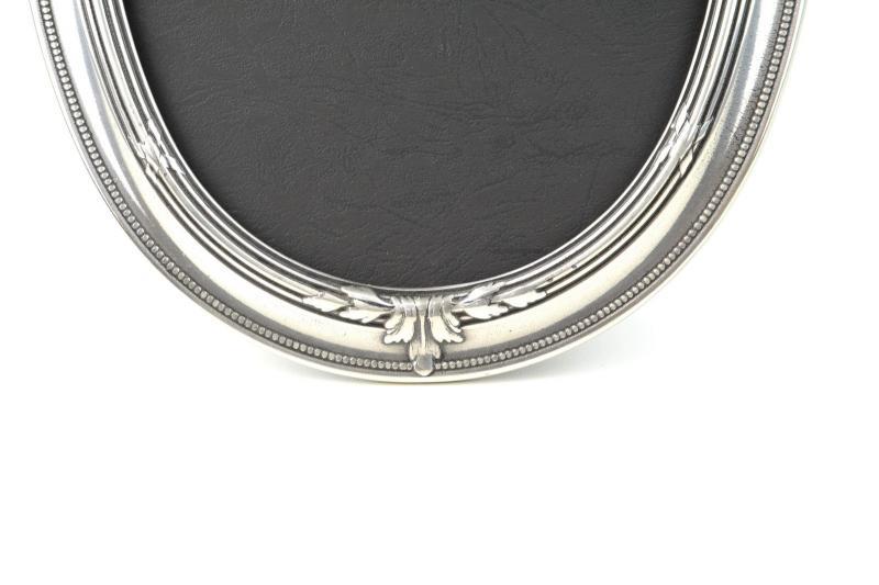 cornice-portafoto-ovale-ottone-massiccio-argentato-retro-in-plastica-4,2655.jpg?WebbinsCacheCounter=1-antiquastyle