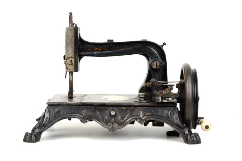 macchina-da-cucire-knoch-2,2260.jpg?WebbinsCacheCounter=1-antiquastyle