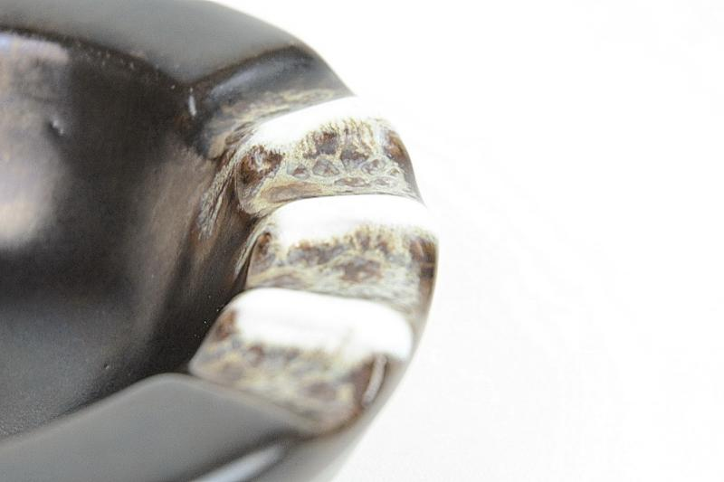 posacenre-e-vaso-di-ceramica-1,2122.jpg?WebbinsCacheCounter=1-antiquastyle